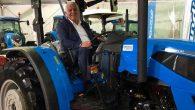 """Çiftçi Vekil, """"Çiftçi Günü"""" traktör başında"""