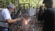 Demiri İşleyip Sanat Eserine Dönüştürüyor