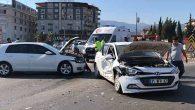 3 Otomobilin karıştığı   kazada 3 kişi yaralandı