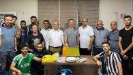 MHP'li yöneticiden sporculara baklava ikramı